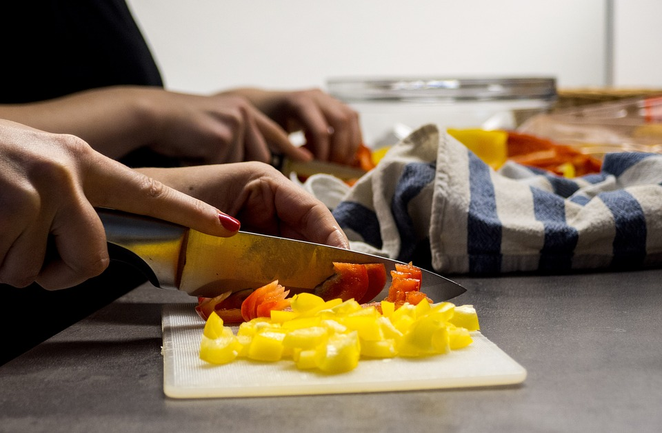 3 ways to save money by cooking while travelling