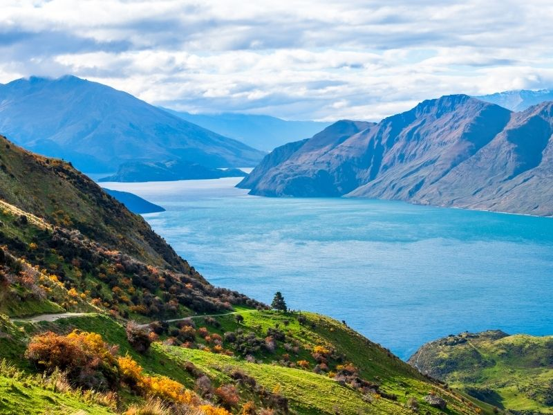 Lake Wanaka Is Just Beautiful. A Lake Surrounded By Mountains on New Zealand's South Island.